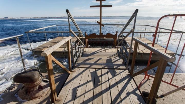 Крещенская мода: волгоградцы лезут в прорубь ради селфи