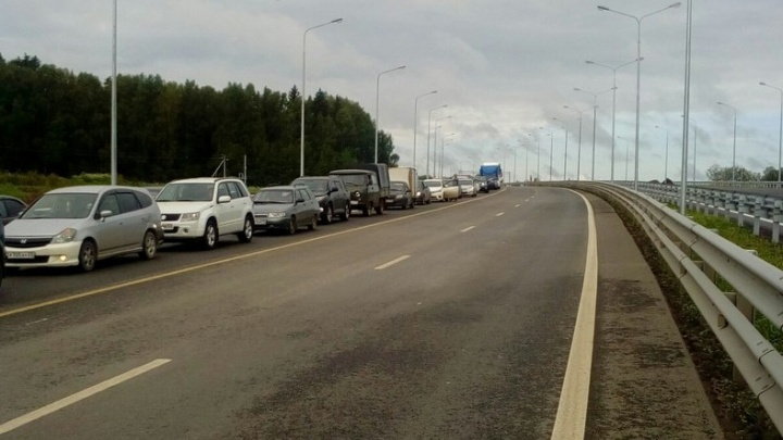 Трасса Пермь–Екатеринбург встала в многокилометровой пробке