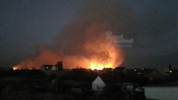 Почти пять часов тушат пожар под Ростовом
