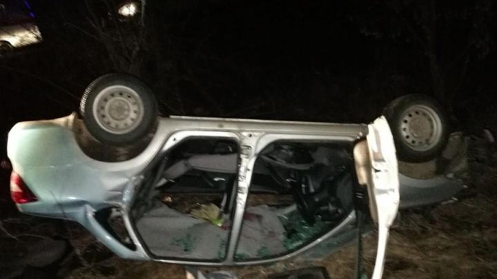 Под Тольятти водителя зажало в салоне перевернувшейся Lada Priora