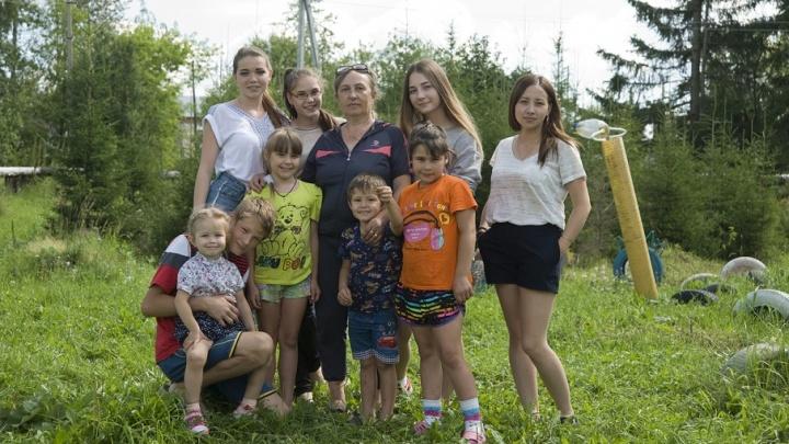 «Любить – это не уходить ни на шаг»: приемные родители Бондаренко из Сылвы готовят детей к лучшей жизни