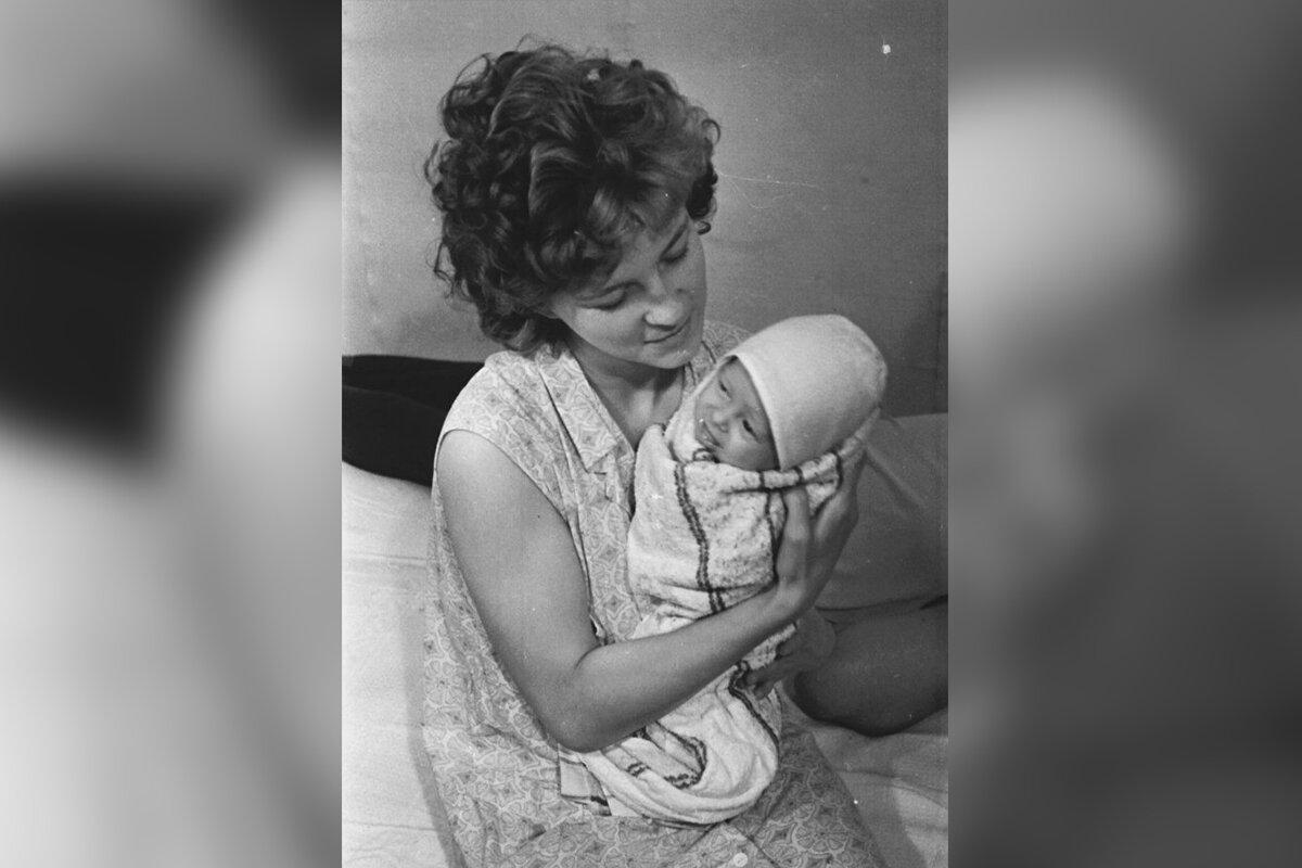 Малютка Наташа с мамой