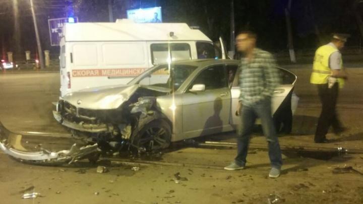Пострадавших в ДТП в Челябинске увезли на реанимации и двух скорых