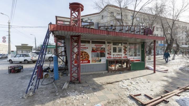 На «7-й Гвардейской» в Волгограде снесли многолетний «Рустерс»