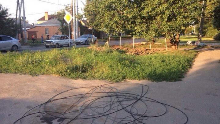 В Ворошиловском районе злоумышленники срезали и украли оптоволоконный кабель