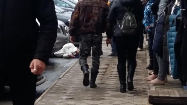 В Волгограде напротив Тракторного рынка жестоко избита женщина