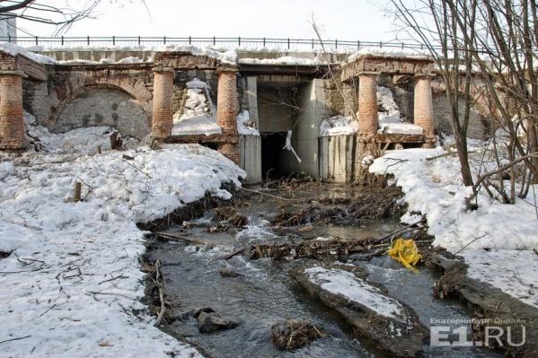 Плотина на реке Ольховке.