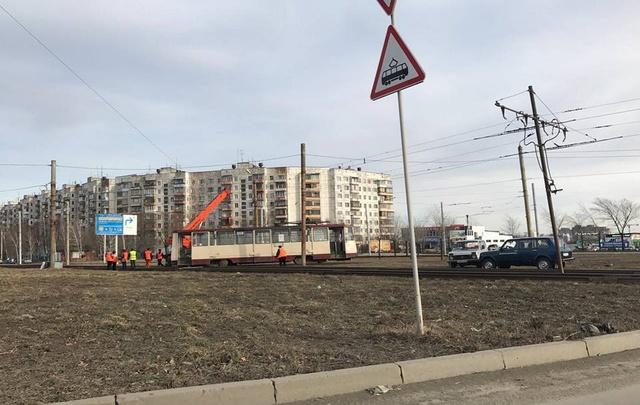 На северо-западе Челябинска встали трамваи из-за схода вагона с рельсов