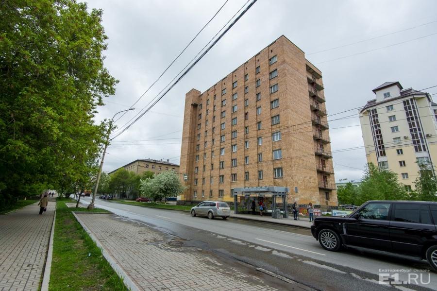 """Алексей Иванов, тот самый, который написал """"Географ глобус пропил"""", в начале 1990-х сам жил в этой общаге."""