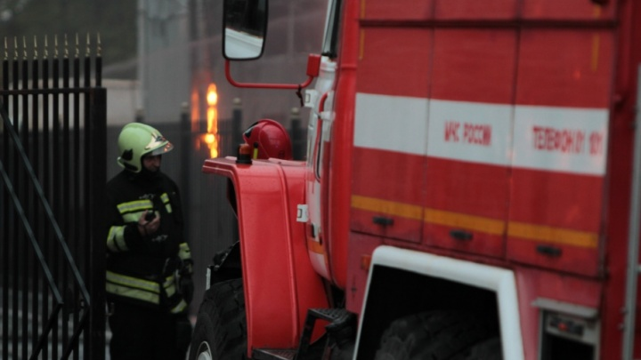 В Советском районе Ростова сгорела деревянная баня