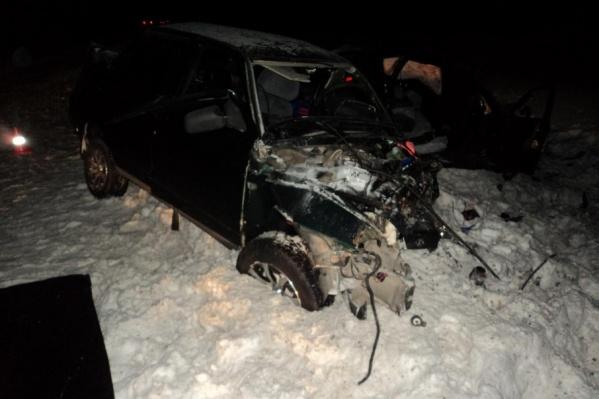 30-летний виновник аварии решил обогнать впереди идущую машину и на встречке врезался в иномарку