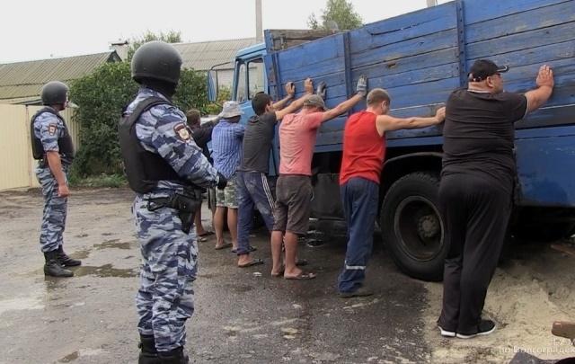 Рабочие крали с волгоградского завода металл и продавали его обратно