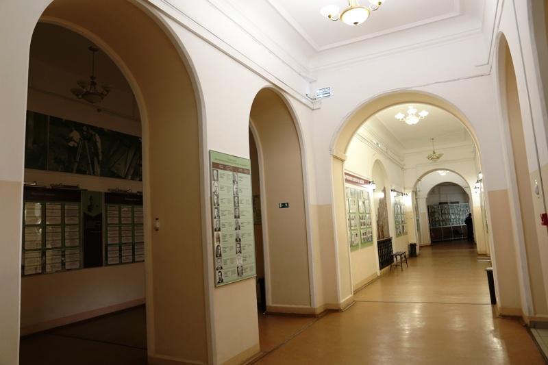 Коридоры в здании просторные, светлые