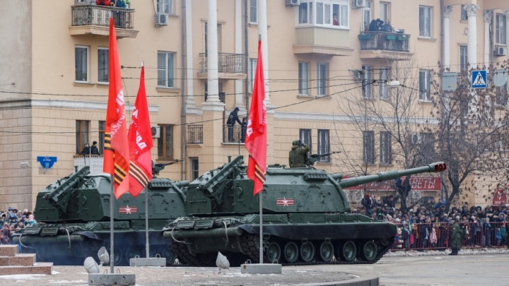 В Волгограде кортеж немецких машин «замаскировался» под участников парада