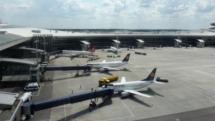 Самолёт из Челябинской области приземлился в Москве со сломанным шасси