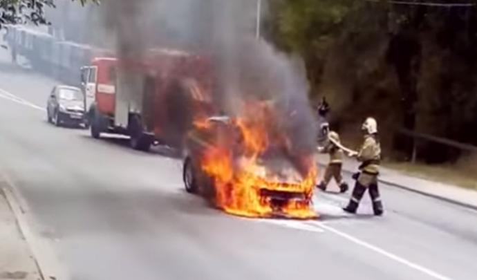 На Малиновского после ДТП загорелся Ford Focus