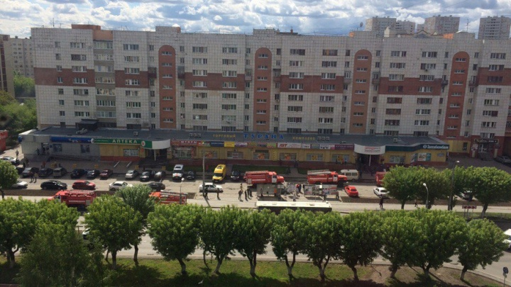 Пожар в торговом центре «Турана»: сотрудники МЧС эвакуировали 25 человек