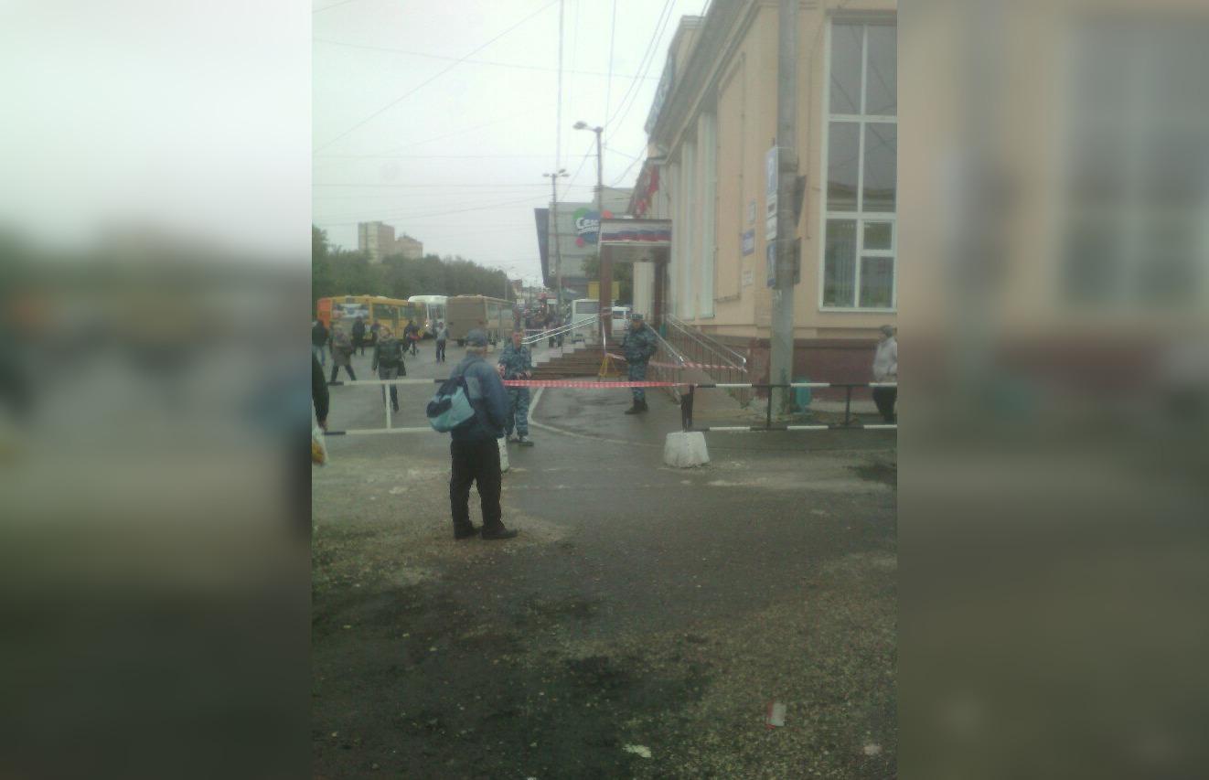 Здание автовокзала оцеплено