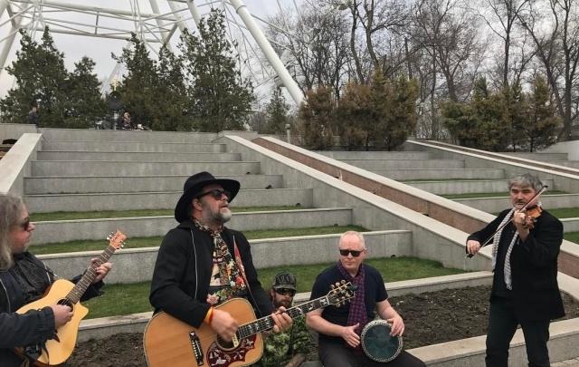 Борис Гребенщиков дал уличный концерт в Ростове на Фонтанной площади