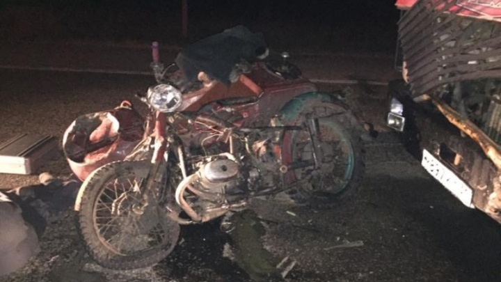 На трассе в Челябинской области мотоциклист разбился о встречный грузовик