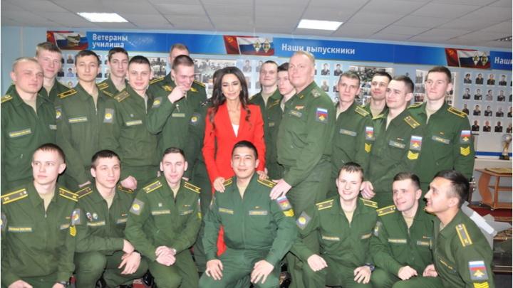 Певица Зара приехала в Ярославль и устроила концерт курсантам