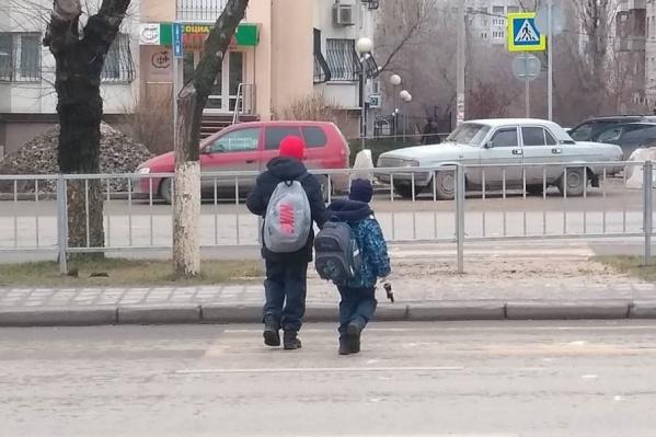 Дорогу перед транспортом перебегают не только взрослые, но и дети