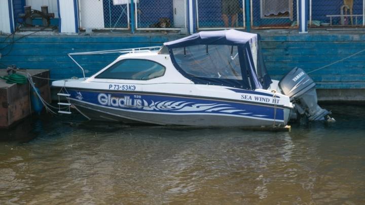 На берегу Сухой Самарки сносят лодочную станцию