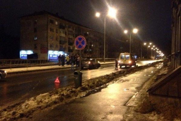 Водитель на большой скорости сбил двух пешеходов