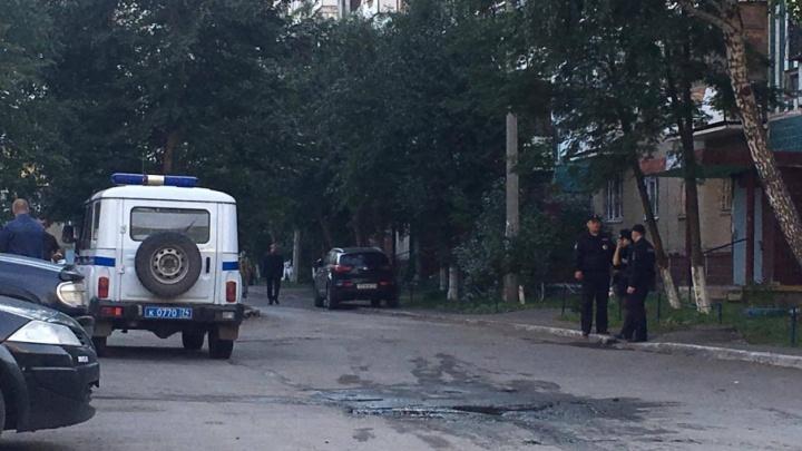 «Бросили камень и подожгли»: во дворе на северо-западе Челябинска сгорела иномарка