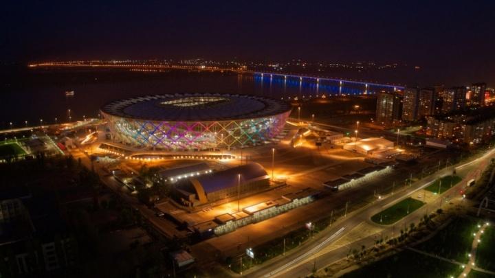 Волгоградцам с высоты показали преображение города в свете ночных фонарей
