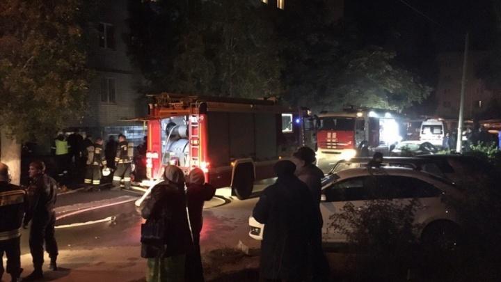 В Волгограде женщина разбилась насмерть, выпрыгнув из окна горящей квартиры