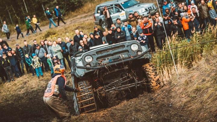 Тонули и зарывались в грязь: под Челябинском завершилась грандиозная гонка внедорожников