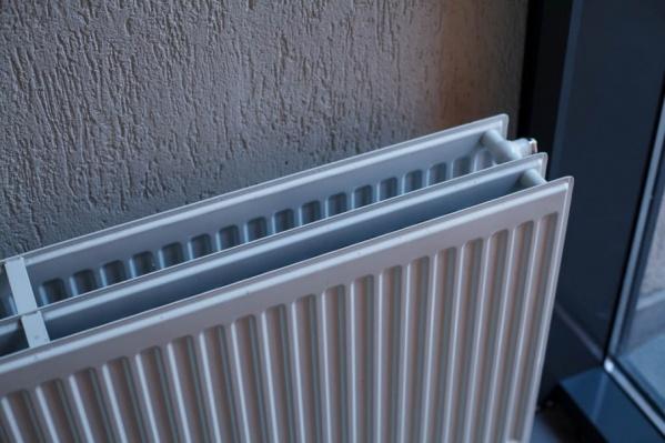Тепло и горячая вода в домах горожан исчезли в полночь