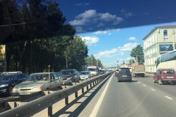 Машины опять стоят на Московском