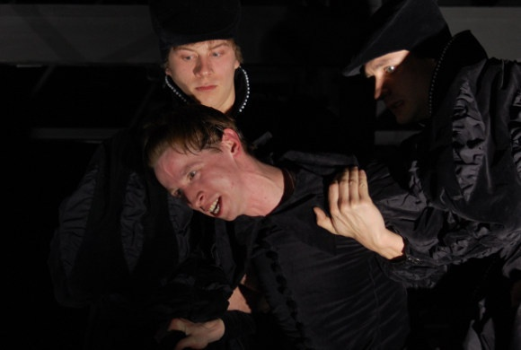 Розенкранц (Тихон Жизневский), Гамлет (Дмитрий Лысенков) и Гильденстерн (Владимир Колганов)