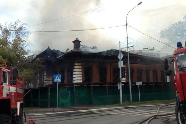 Здание сгорело из-за электропроводки