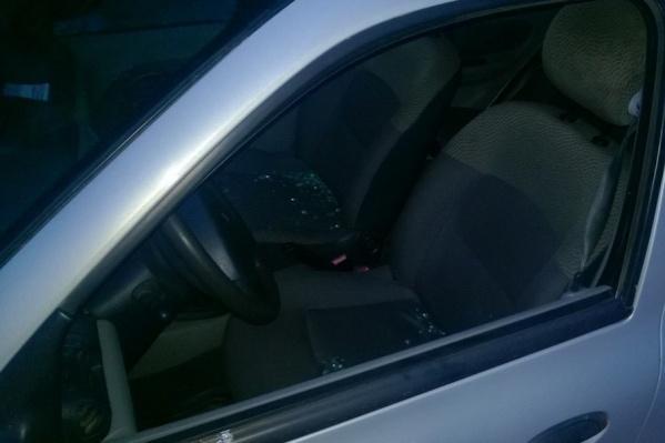 После ссоры на дороге у ростовчанина оказалось разбито стекло на машине