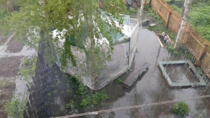 «Венеция» на Фактории: аварийщики игнорируют прорыв канализации у жилых домов