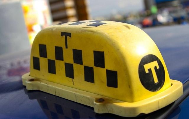 Таксистам в Челябинске предлагают зарплату до 156 тысяч рублей