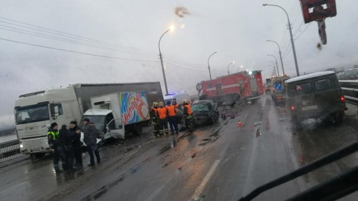На Краснофлотском мосту в ДТП погиб один человек