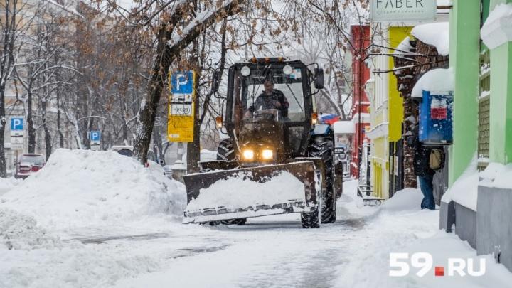 Замглавы Перми из-за снегопадов попросил автомобилистов пересесть на общественный транспорт