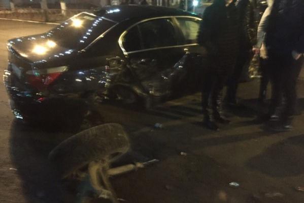 Машины серьёзно пострадали