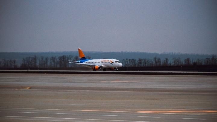 Самолет из Сочи не смог сесть в ростовском аэропорту из-за погодных условий