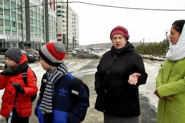 Жителям «сосновской рублёвки» обещали школу, но так ее и не построили