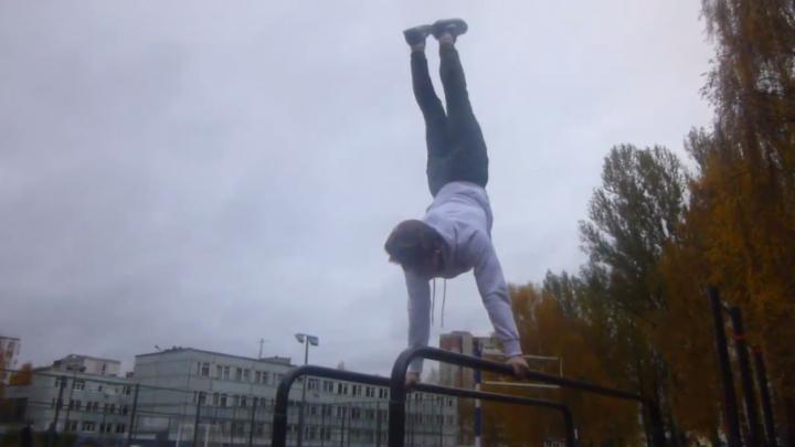 Ярославский Алексей Немов: 17-летний парень делает акробатические трюки прямо на улице