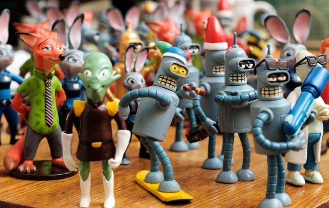 Домашний музей: 39-летний пермяк создаёт из пластика героев мультсериала «Футурама»