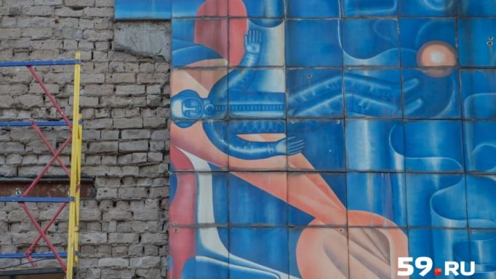 «Наука», «Комсомол», «Горный хрусталь»: как сохранить городские панно и мозаики