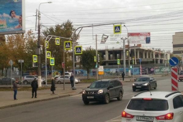 В результате масштабной замены в Волгограде возник «очень пешеходный переход»