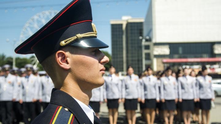 Онлайн-трансляция и квадрокоптер: в Ростове вручили дипломы будущим полицейским