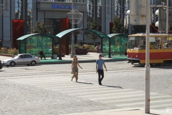 """На площади сделали """"вечный"""" пешеходный переход."""